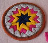 用旧衣服的碎布头手工制作漂亮的杯垫和锅垫