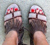 动感时尚的流苏包包和流苏高跟鞋的DIY图解