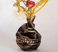 废旧矿泉水瓶改造创意花瓶的diy教程