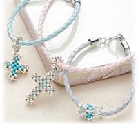 十字架手链挂坠的手工串珠方法