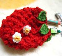 草莓零钱包的毛线编织方法 化妆包钩针编织图解