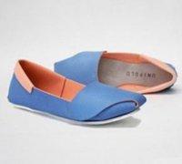 两款精致的纯手工制作的皮革清凉美鞋
