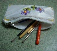 嵌串珠的布艺铅笔袋手工制作图解