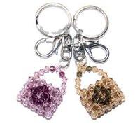 可爱的水晶小提包挂件的手工串珠方法