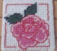 玫瑰花十字绣杯垫的diy手工教程
