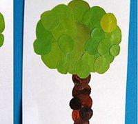 教孩子用旧杂志拼贴一颗可爱的小树