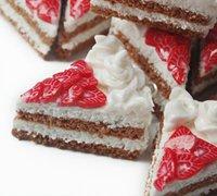 逼真的草莓蛋糕上的草莓切片软陶diy教程