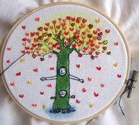 简单清新的爱心树手工刺绣方法