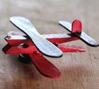 衣夹和冰棍棒手工制作的迷你小手工飞机