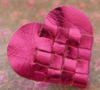 PU革制作精致的皮革爱心挂件
