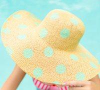 夏日色彩的波尔卡圆点手绘草帽