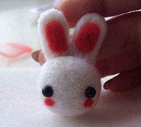 可爱的小兔子挂件羊毛毡戳戳乐图解