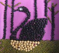一组童趣十足的豆子拼贴画手工作品
