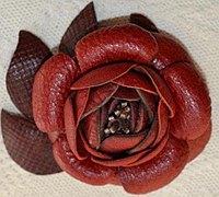 手工茶花的做法 用皮革diy美丽的茶花