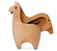 一组有趣的动物形状的木雕储物箱