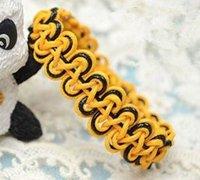 黄黑色搭配的铜钱串手链编法图解
