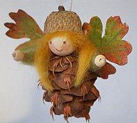 松果手工制作可爱的小精灵装饰品