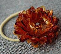 废旧塑料瓶手工制作漂亮的菊花头饰