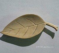月季花的叶子手工木雕教程