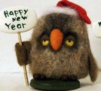 戴着小红帽的羊毛毡猫头鹰玩偶制作图解