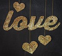 金色的LOVE图案闪亮爱情横幅挂件diy手工制作图解