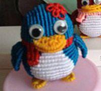 用中国结编织一只可爱的小QQ企鹅