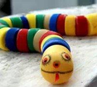 http://www.63diy.com用瓶盖diy小蛇等小动物 搭建孩子的儿童乐园