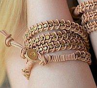 皮绳编织漂亮的手链 手链皮绳编织教程