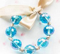 水蓝色的水晶珠子diy串珠手链教程