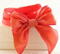 女人味十足的蝴蝶结手链系法