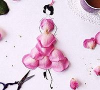 花瓣拼贴出神态各异的美女服饰