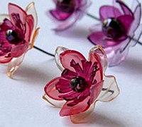 塑料瓶变废为宝制作逼真花朵