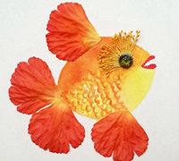 花瓣和树叶拼贴而成的精美粘贴画