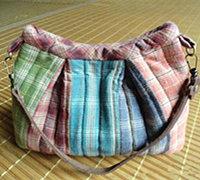 彩虹抽褶包的布艺手工制作方法