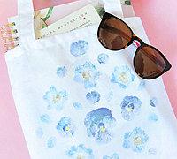 自制花朵拓印作品 将花朵印制在手提袋上