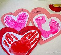 利用宝宝的手印脚印做出创意的手工贺卡卡片