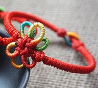 纽扣结和六耳团锦结编成的中国结手链