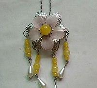 美丽的串珠发钗制作方法