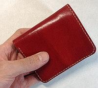 便于携带的轻便皮革小钱包的制作方法