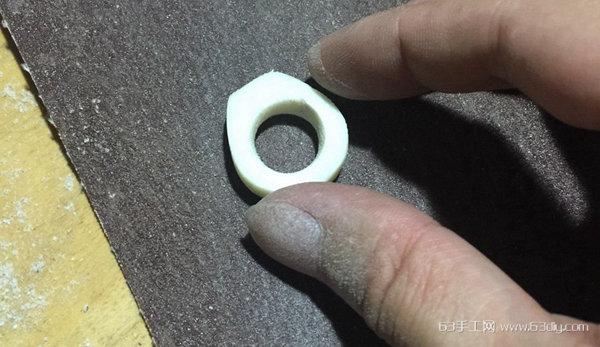 用象牙果雕刻精致的字母戒指教程