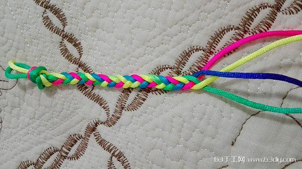 四股辫手绳编法固)�_多彩的四股绳手链手绳编法图解