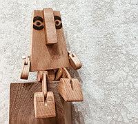 木块制作玩具机器人 做摆件很有创意