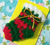 钩针编织可爱的迷你版圣诞袜饰品教程