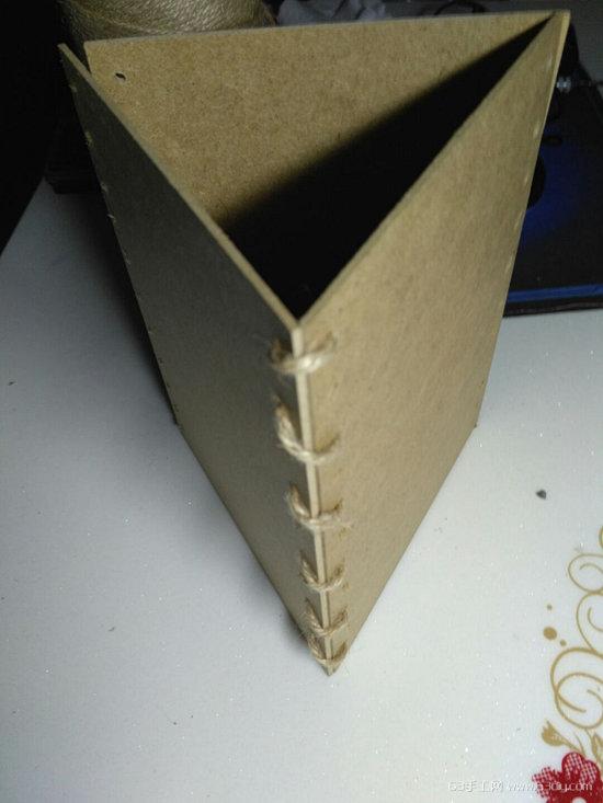 硬纸板手工制作个性笔筒的方法