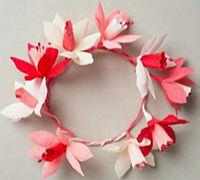 简单美丽的皱纹纸花环制作教程
