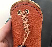 用皮革制作一个创意的扭扭钥匙包