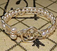 银丝珍珠手镯绕线教程图解