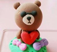用粘土制作可爱的布朗熊