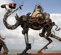 用废旧机器组合而成的动物雕塑作品