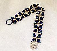 用双孔珠串一条小碎花手链